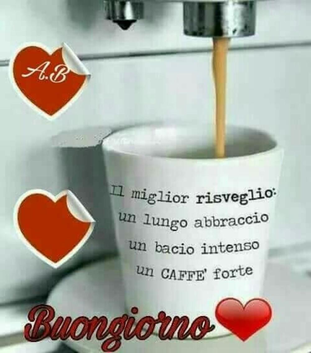 Il miglior risveglio: un lungo abbraccio, un bacio intenso e un caffè forte. Buongiorno