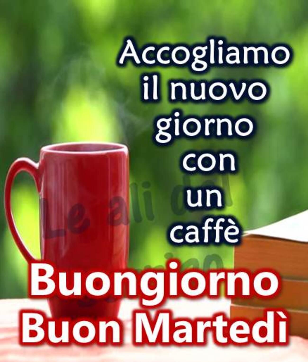 Accogliamo il nuovo giorno con un caffè Buongiorno Buon Martedì