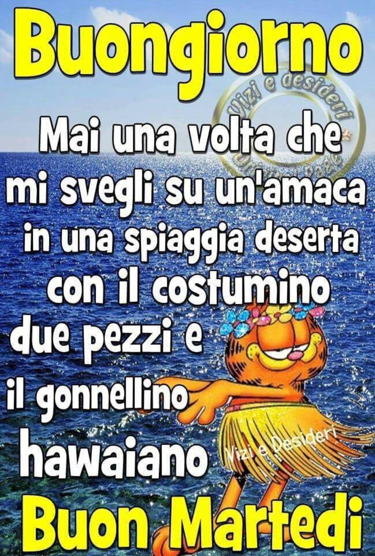 Buongiorno mai una volta che mi svegli su un'amaca in una spiaggia deserta con il costumino due pezzi e il gonnellino hawaiano Buon Martedì