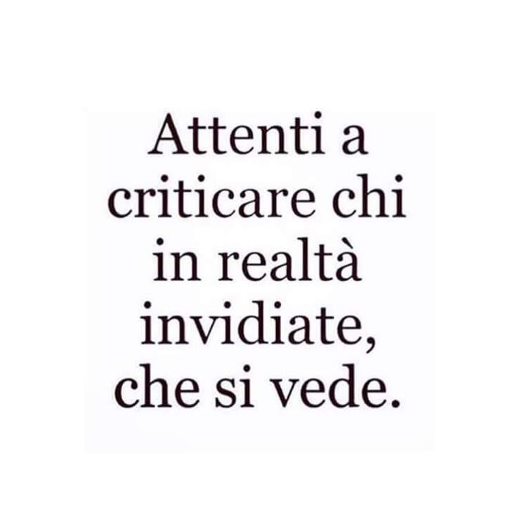 """""""Attenti a criticare chi in realtà invidiate, che si vede."""" - Frecciatine"""